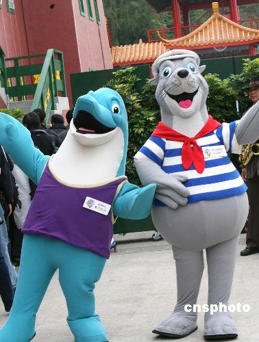 图:香港海洋公园卡通迎宾度岁生日