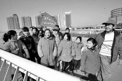 留守儿童喜游郑东新区