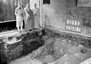 新兴国恩寺挖出7颗舍利子