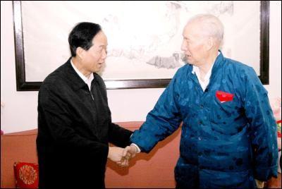 贾春旺看望刘复之等高检院老领导