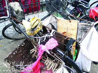 武汉妇女闹市骑车遭雷击全身烧伤深度昏迷(图)