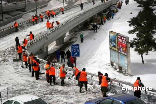组图:东北暴风雪导致哈尔滨火车站滞留2万人
