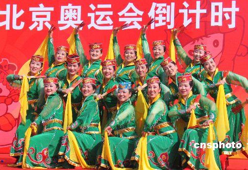 图:迎奥运倒计时500天全民健身活动在京举行(2)