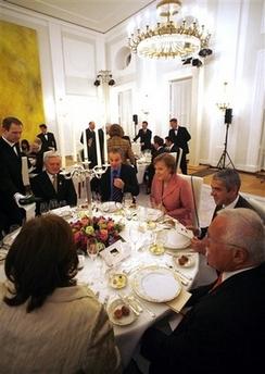 默克尔挑选葡萄酒款待欧盟各国领导人(图)