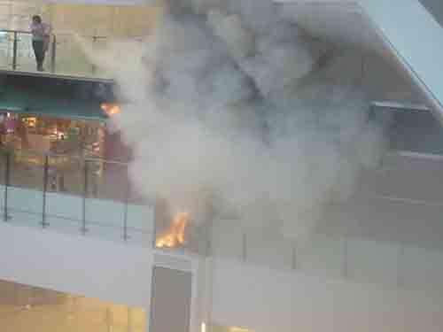 香港商场发生火灾近千人被疏散(图)