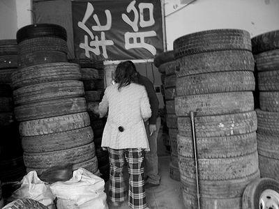 翻新轮胎上路引发诸多事故 废旧轮胎的回收、
