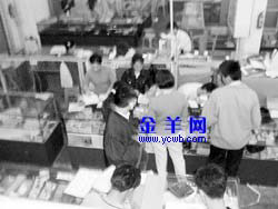 广州顺邮坊折打电话卡猫腻多 没发票投诉无门