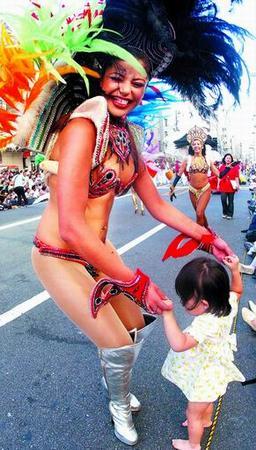看日本美女含羞跳桑巴;