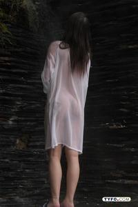 欧州人体十艺术_在都江堰附近某泉眼处,即将参加首届人体艺术模特比   赛总决赛的选手