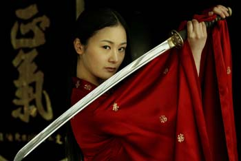 组图:韩国美女剑道大师表演剑舞