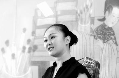 """""""中国第一人造美女""""参加培训提升内在素质"""