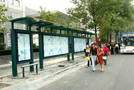 新型公交车亭亮相天津