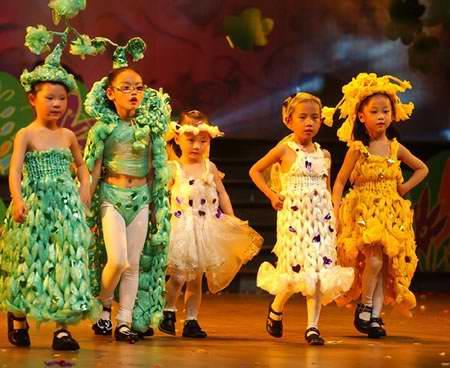 欢庆六一儿童节 娄底上演环保时装秀 367x550 - 71kb - jpeg