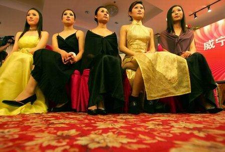 组图:人造美女大赛举行参赛选手最大62岁