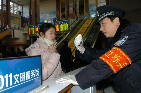 图文:北京站迎来春运第一个高峰日