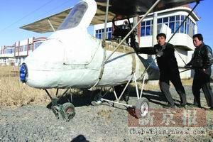 农民倾家荡产造出飞机可飞三米高(图)