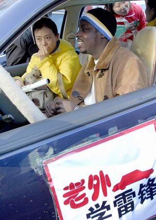 30多名外国人在长春组成老外学雷锋车队(图)