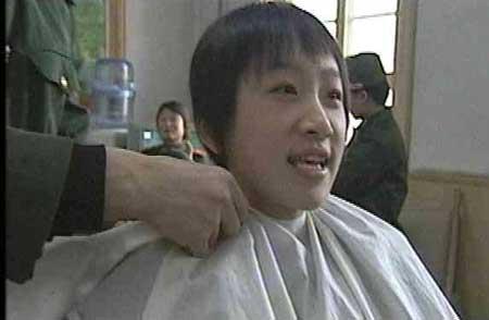 央视《东方时空》:理发