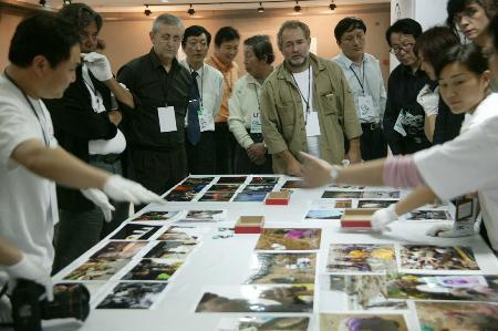 图文:首届中国国际新闻摄影比赛评选工作结束(4)