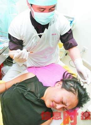 中国第一人造美女为瘦脸注射肉毒素(图)