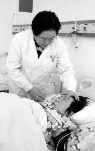 50岁高龄产妇平安生下龙凤胎(图)