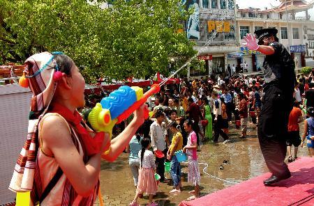 组图:云南西双版纳欢度泼水节