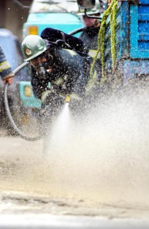 图文:(2)杭州发生浓硝酸泄漏事故