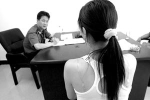 大学生情侣夜晚遭抢女生正当防卫刺死劫匪(图)
