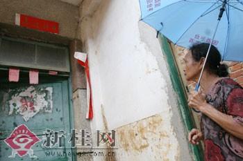 南宁有上百居民被洪水围困(组图)