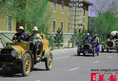 五辆百年老爷车从内蒙古出境驶往巴黎(图)