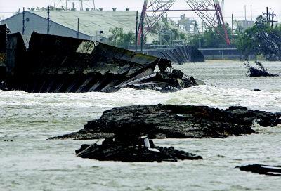 堤坝失守 新奥尔良又成水城(组图)