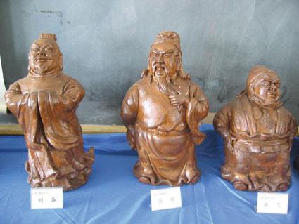 镇江一教师塑三国人物