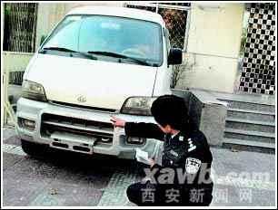 长安之星小面包车,前后均无车牌,再细瞧,发现前后车牌及油箱口高清图片