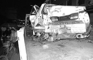 凌志车被撞得稀烂 摄影 张莉-连撞4人 肇事凌志竟载8人图片
