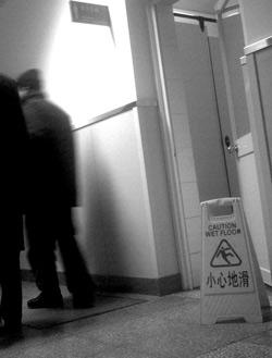 呕血患者无钱治病死于北京同仁医院急诊走廊