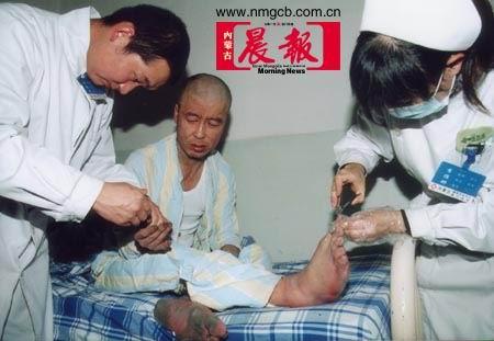 母亲手铐脚链锁儿21年终被解救(组图)(3)