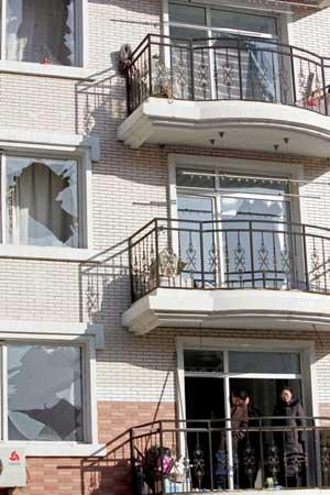 小区平房突发爆炸坍塌殃及20余户居民引发火灾