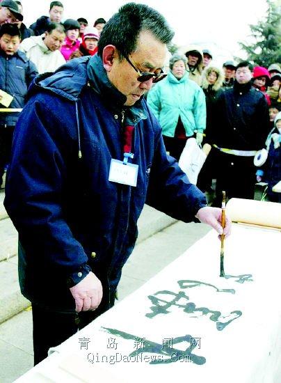 张贵州左手写反字(孙立 摄)