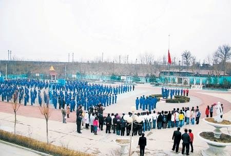两千人模拟天安门升旗仪式为绝症盲女圆梦(图)