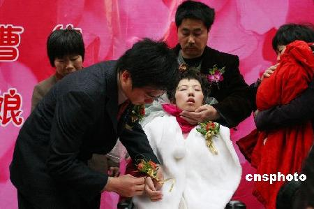 植物人新娘披上婚纱续:新郎诉说爱与歉疚(图)