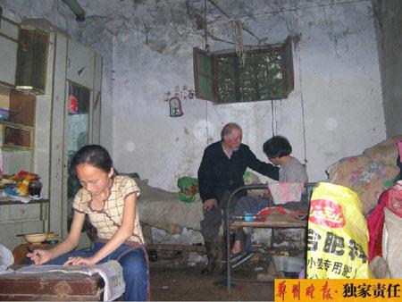 女孩捡破烂照顾爷爷奶奶背后的农村经济困局