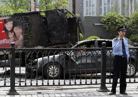 上海撞伤4名警察交警奥迪车为套牌黑车