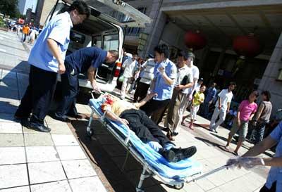 北京站乞讨者扎伤女乘客(图)