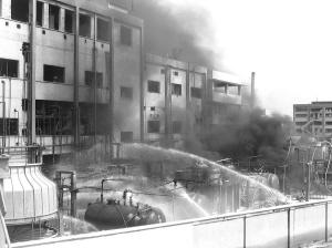 ■常州一苯储罐区火烧9小时-火魔
