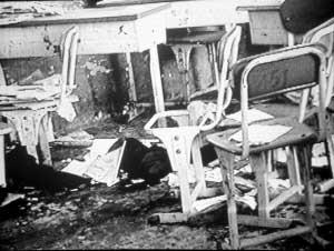初三少年砍无辜女生24刀后在教室引爆炸弹(图)