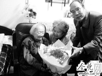 文史研究馆馆员李效梅过108岁生日(图)