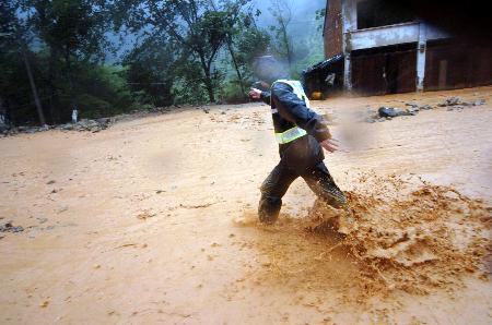 图文:台风在温州苍南引发泥石流
