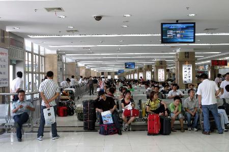 图文:(3)上海长途汽车客运总站投入使用