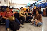 图文:旅客滞留在杭州萧山机场