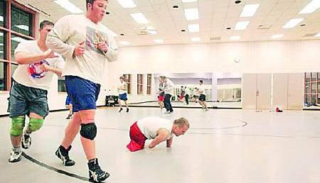 美残疾少年苦练成摔跤选手靠演讲征服漂亮女友